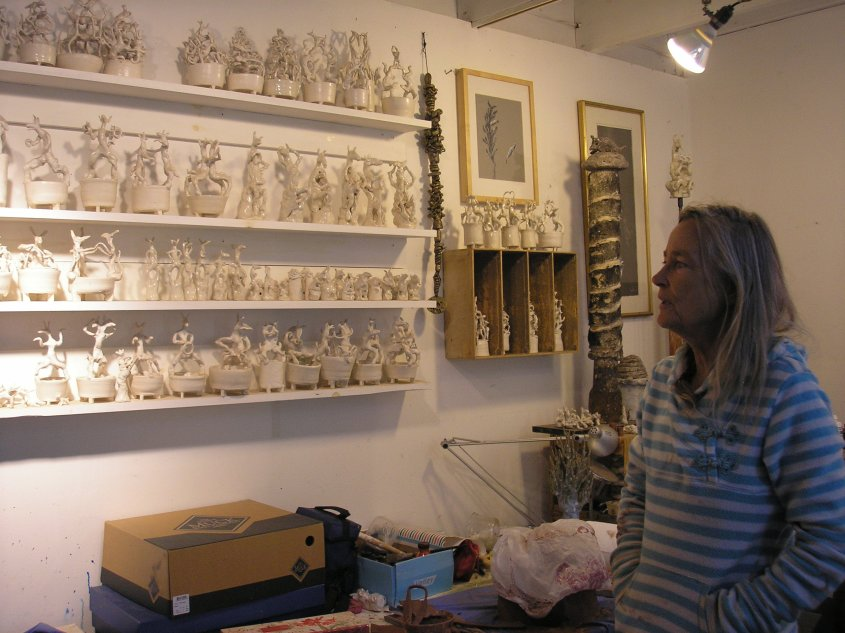 Gerda Van Leeuwen showing animal inspired porcelains. (c) Simona David